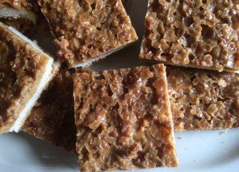 Kuchen, Torten und Gebäck aus eigener Produktion nach Familienrezepten gebacken.